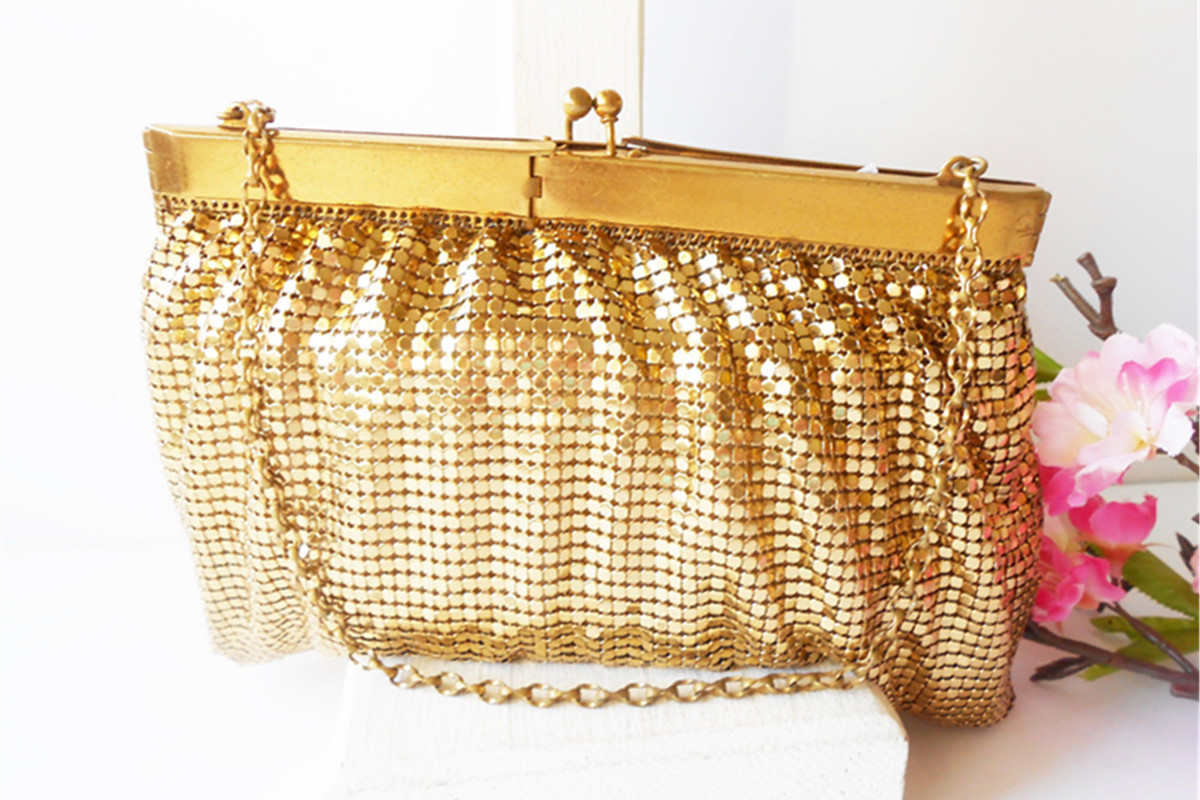 Importance Of Selecting Right Bag, Jewelry Accessories With Outfits